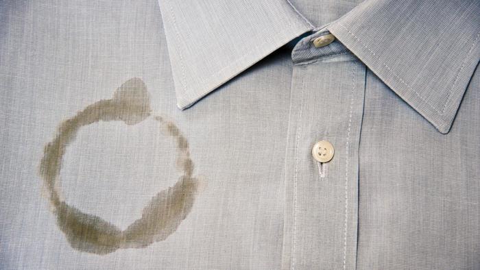 چگونه لکه روغن روی لباس را پاک کنیم