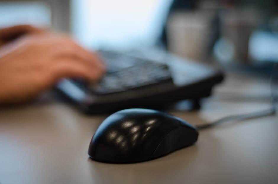 hands-desk-office-working